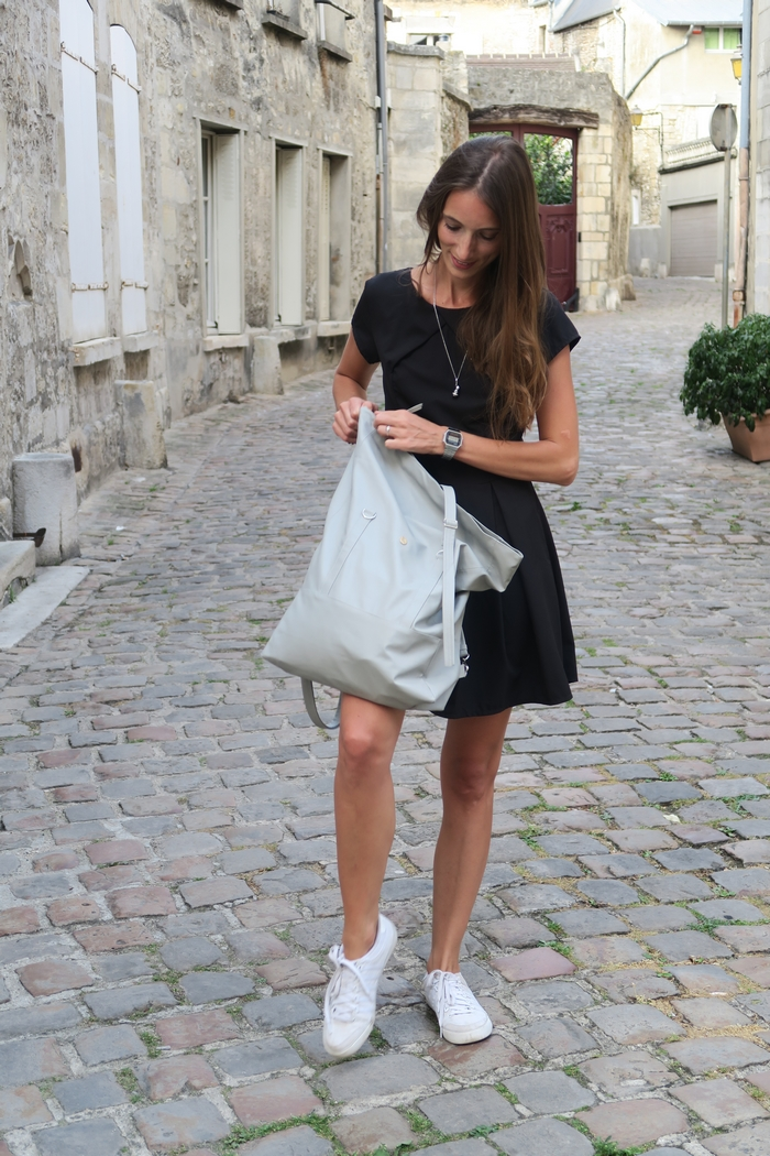 Lee Coren est une jeune marque israélienne, 100% végane et labellisée PETA. La créatrice Lee designe et produit de façon éthique de beaux modèles de sacs et de pochettes. C'est dans sa boutique que j'ai trouvé un sac à dos pratique ET beau.
