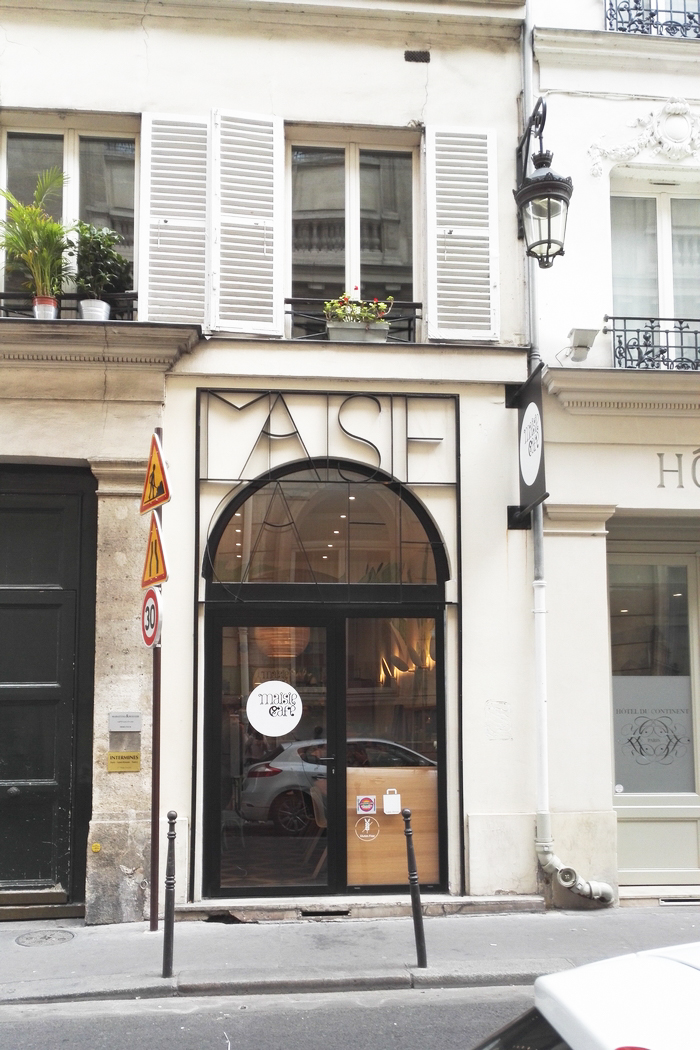Maisie Café c'est un snack haut de gamme, où l'on consomme sur place ou à emporter, et dont l'offre est exclusivement végétale et sans gluten. Sa localisation centrale, à deux pas du jardin des Tuileries, en fait une adresse parfaite pour un petit déjeuner ou un lunch sain et gourmand au coeur de Paris. Même Natalia Vodianova est conquise !