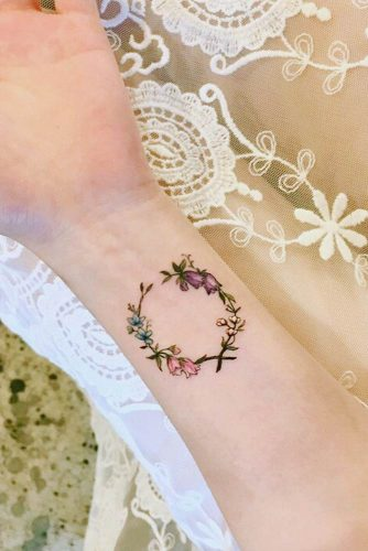 Flower Design On The Wrist Henna Tattoo: DELICATE WRIST TATTOOS FOR YOUR UPCOMING INK SESSION