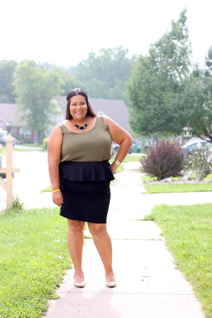 Plus Size Mom fashion blogger
