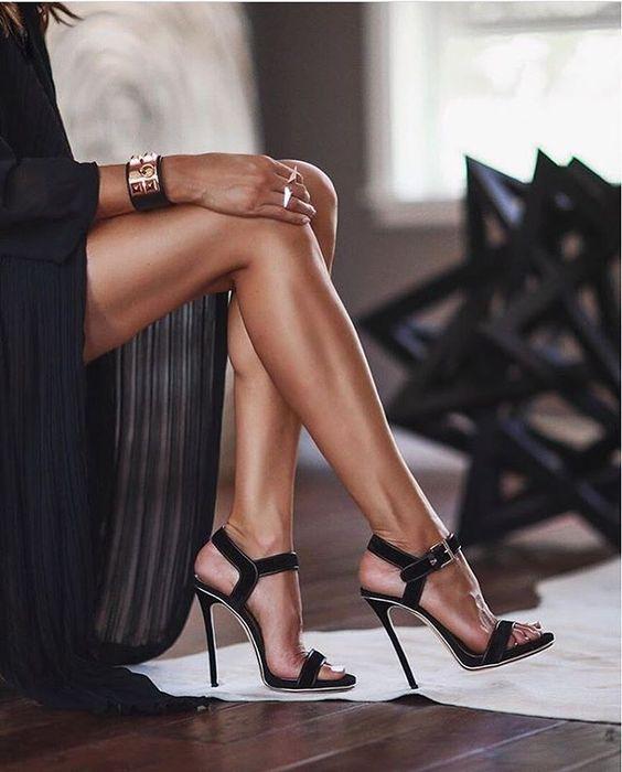 Stiletto – Woman In Heels