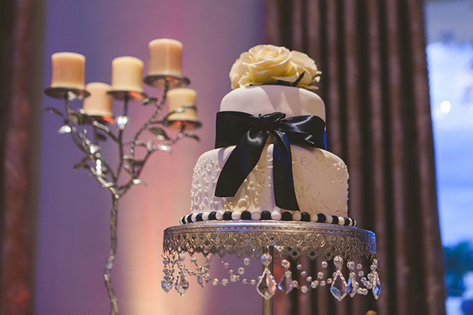 black and white wedding cake | Concept Photography