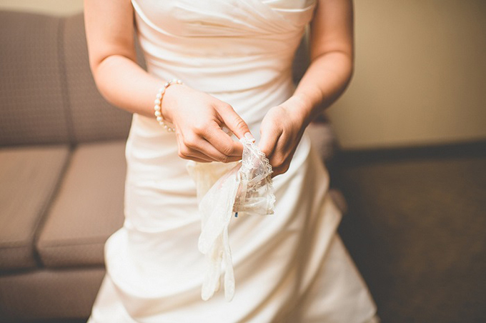 bridal gloves | Van Wyhe Photography