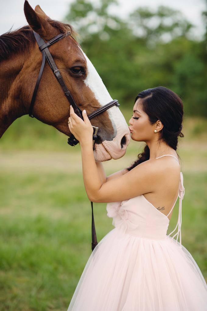 romantic horse bridal shoot   Jonathan Ivy Photography