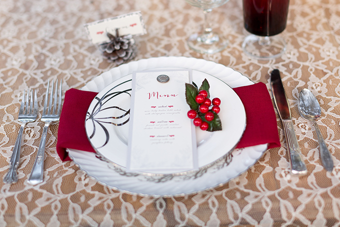 Christmas place setting | Theresa NeSmith Photography | Glamour & Grace