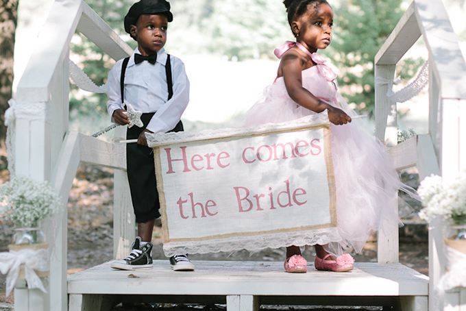 'here comes the bride' burlap sign | Joe+Kathrina Photography | Glamour & Grace