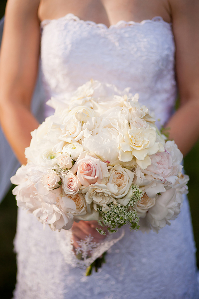 white bouquet | JEN & CHRIS CREED | Glamour & Grace