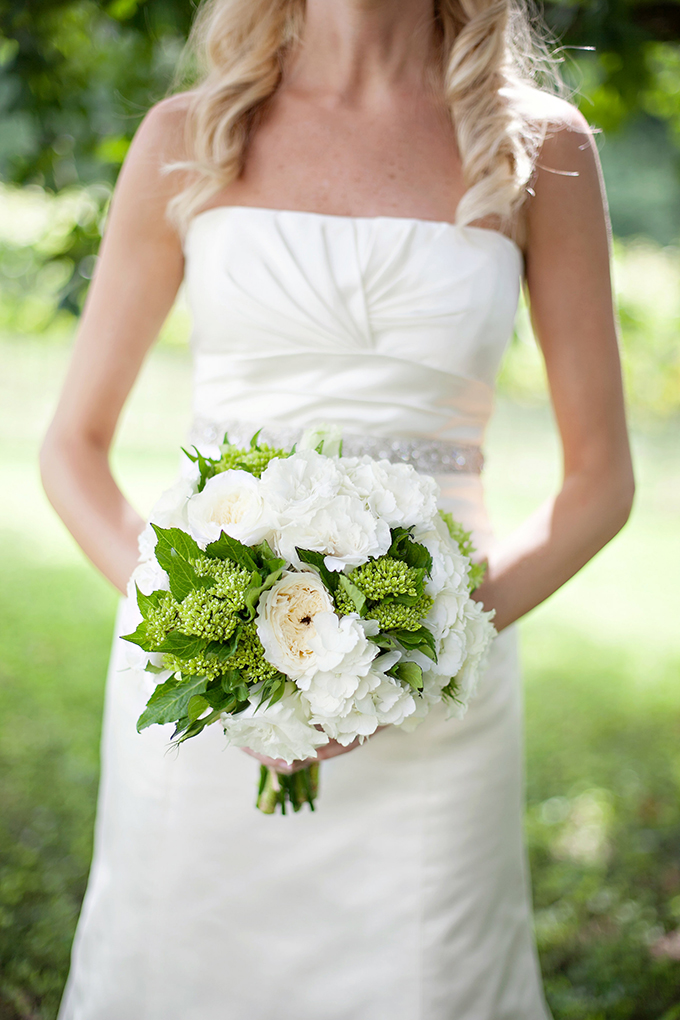white and green bouquet | Paperlily Photography | Glamour & Grace