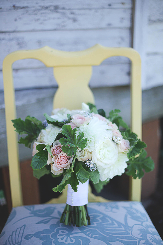 white and blush bouquet | Nakalan McKay Photography | Glamour & Grace