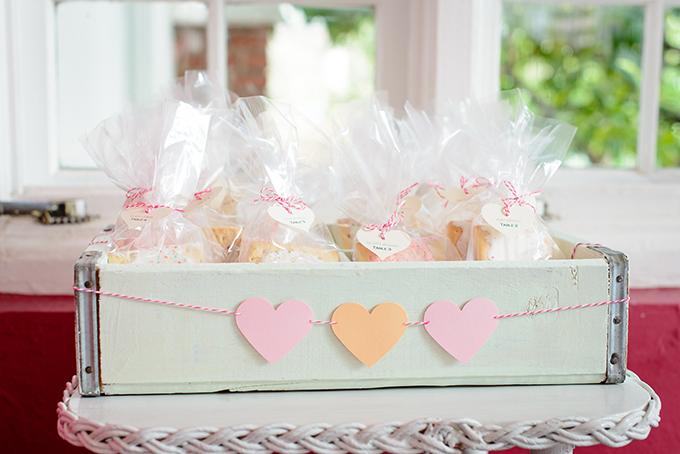 pop tart escort display | The Veil Wedding Photography | Glamour & Grace
