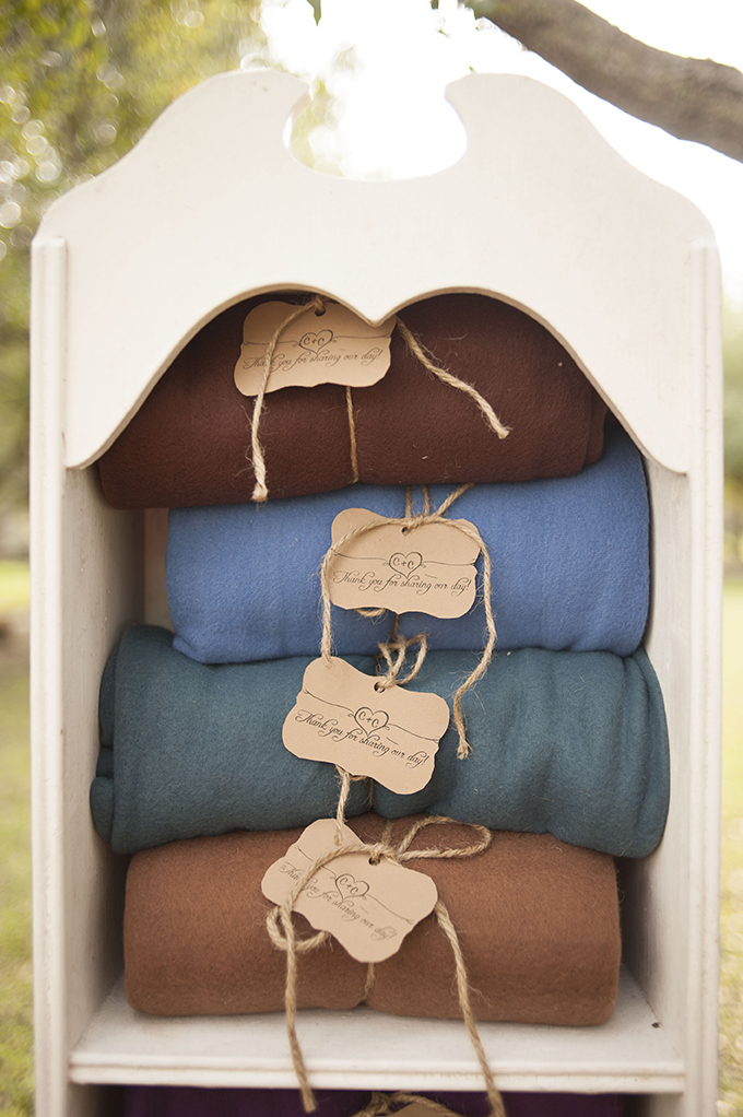 blankets to keep warm | Stephanie A Smith Photography | Glamour & Grace