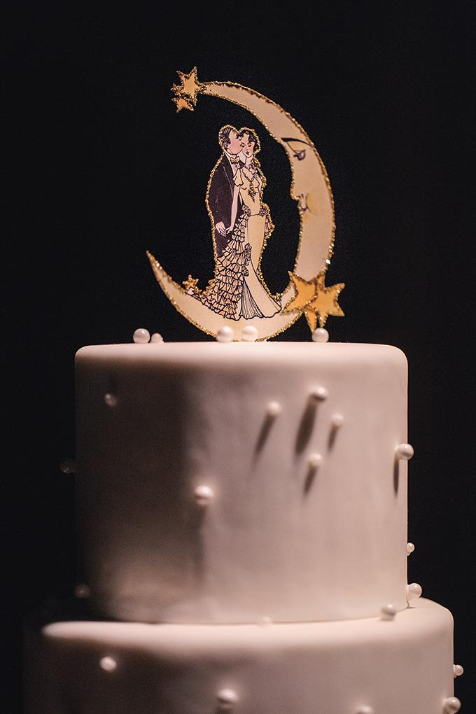 art deco moon cake topper   Kimberly Salem Photography   Glamour & Grace