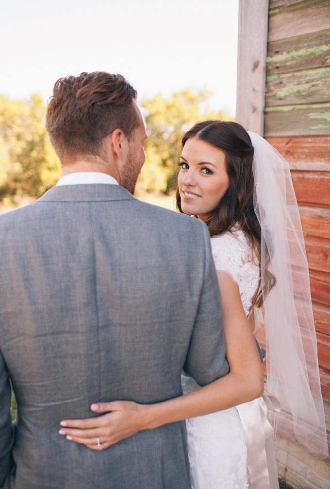 romantic barn wedding | THE LEEKERS | Glamour & Grace