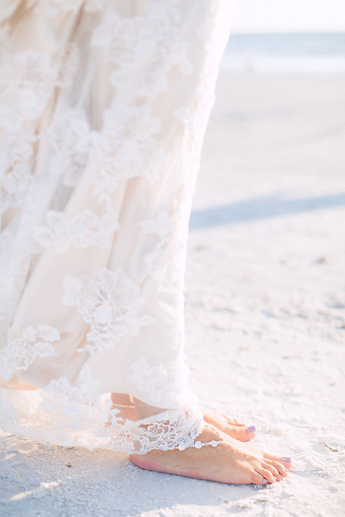 beach bride | Hunter Ryan Photo | Glamour & Grace
