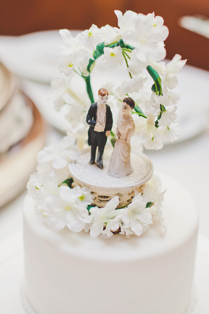 vintage cake topper | Elyse Hall Photography | Glamour & Grace