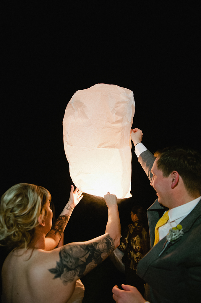 paper lantern release | Meredith McKee Photography | Glamour & Grace