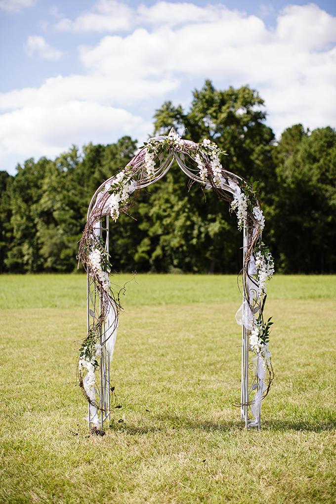 ceremony arch | Robyn Van Dyke Photography | Glamour & Grace