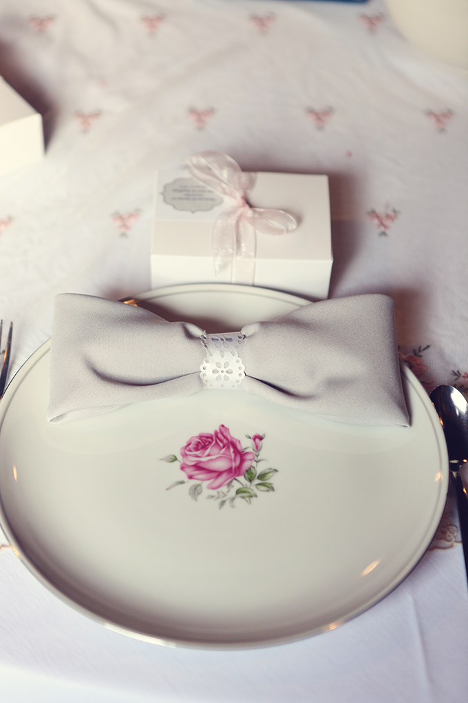 bow place settings | Lukas & Suzy VanDyke | Glamour & Grace
