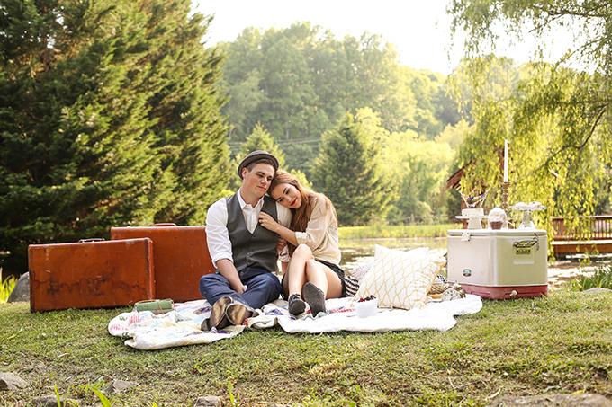 vintage picnic engagement   Gabrielle von Heyking Photographie   Glamour & Grace