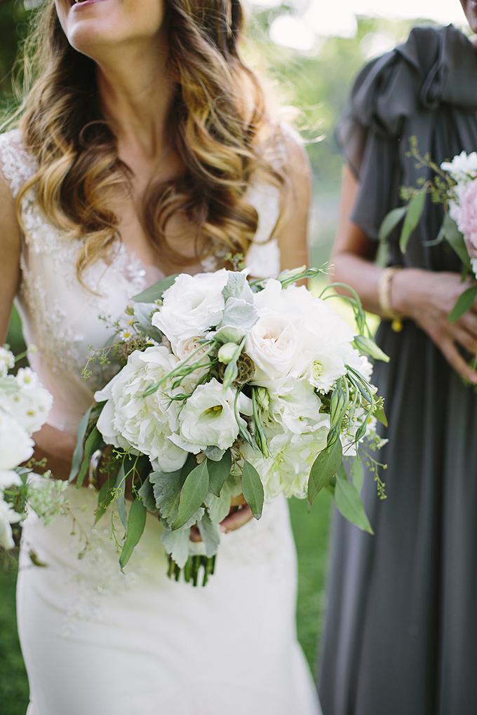 lush white bouquet   Brooke Courtney Photography   Glamour & Grace