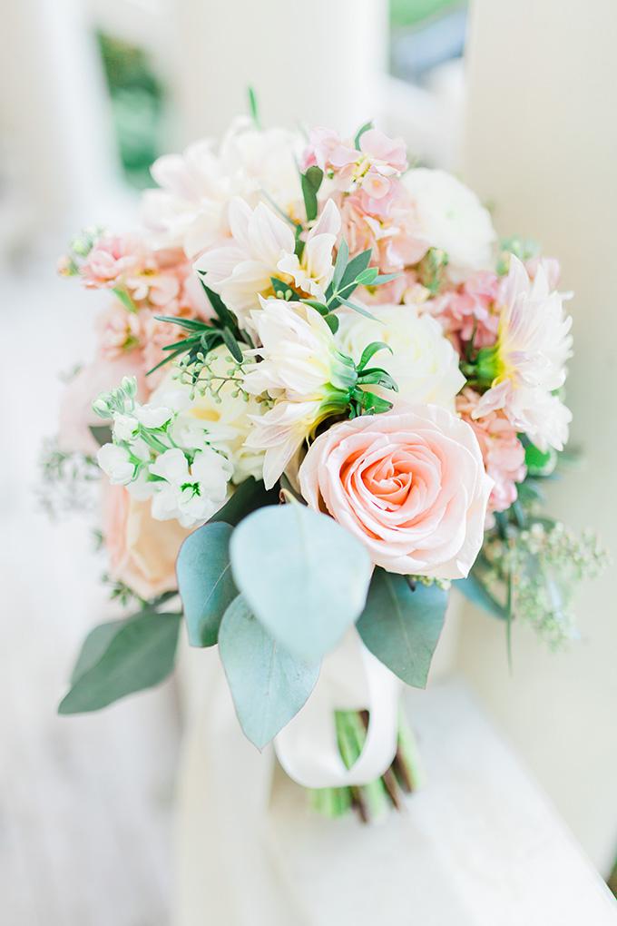 fresh blush bouquet | Laura Ann Miller Photography | Glamour & Grace