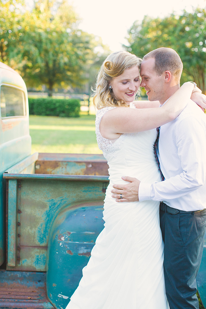 vintage truck themed plantation wedding | Taylor Rae Photography | Glamour & Grace