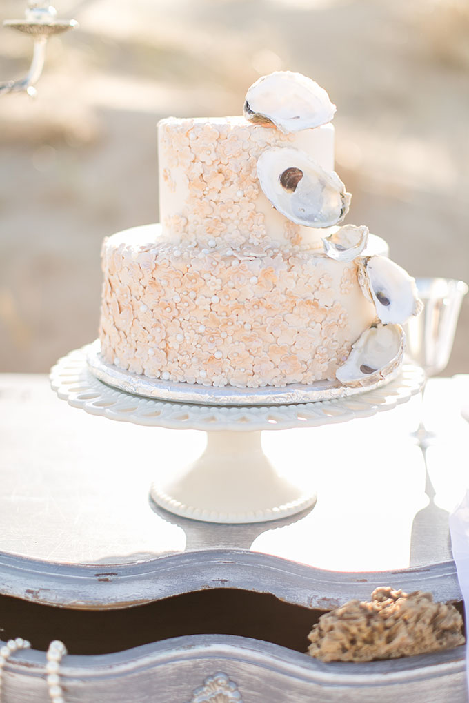romantic beach wedding cake | Amanda Hedgepeth Photography | Glamour & Grace