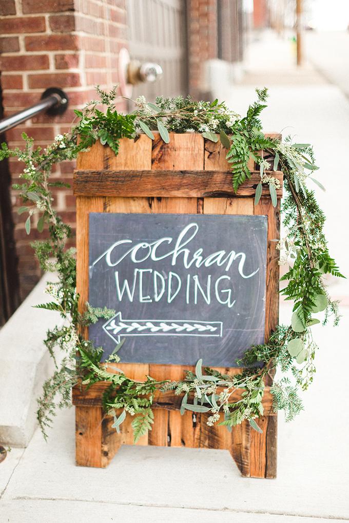 wedding sign | JoPhoto | Glamour & Grace