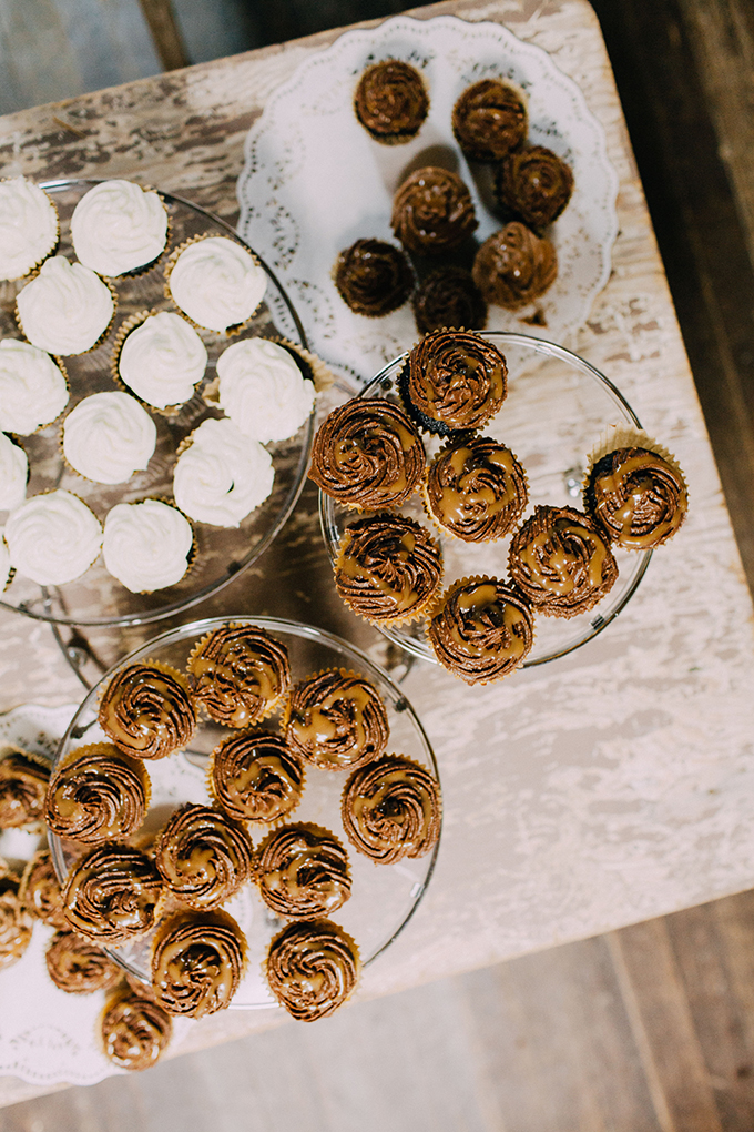 wedding cupcakes | Kristen Curette Photography | Glamour & Grace