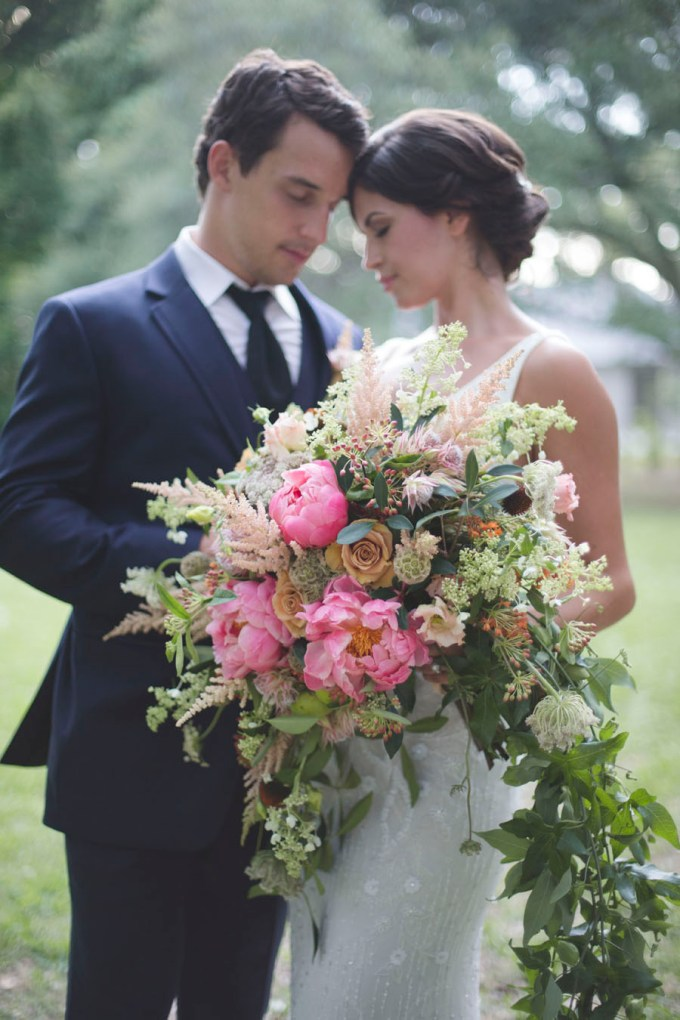 lush summer bouquet | Ava Moore Photography | Glamour & Grace
