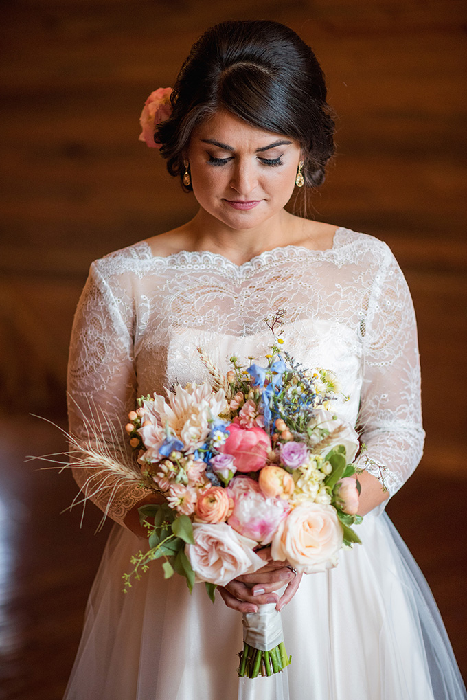 colorful rustic bouquet | Green Blossom Photography | Glamour & Grace
