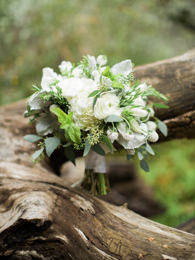 white bouquet | Carrie Coleman Photography | Glamour & Grace
