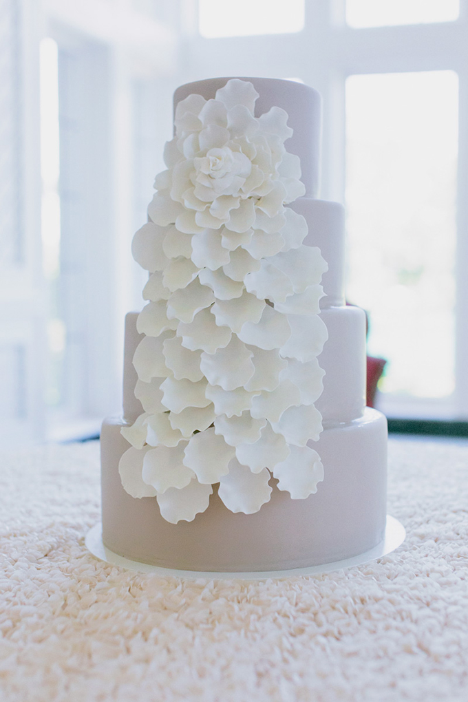 gray and white petal cake | Milou + Olin Photography | Glamour & Grace