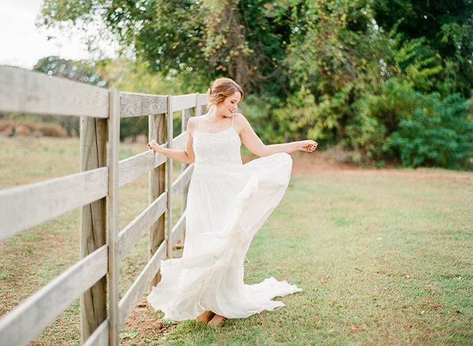 romantic ranch bridal portraits | Deisy Photography | Glamour & Grace