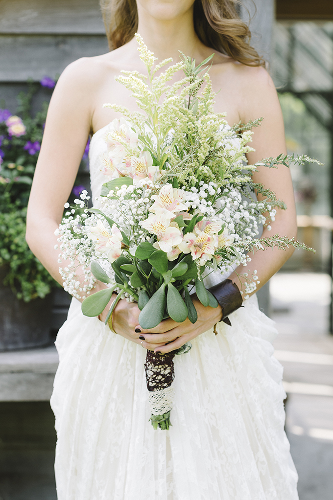 organic bouquet | Alicia King Photography | Glamour & Grace