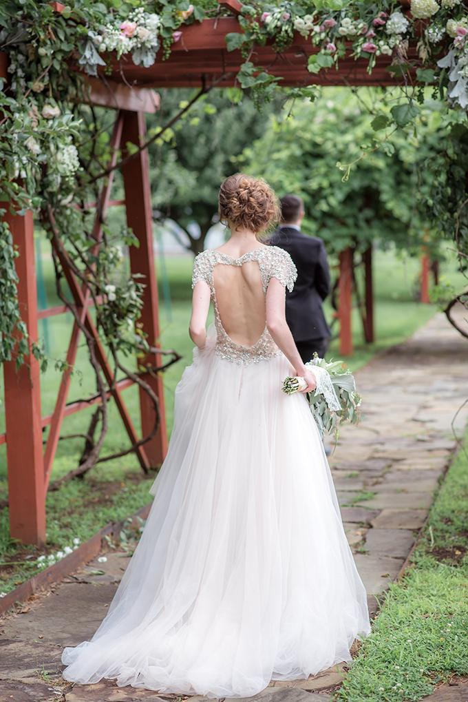 elegant farm wedding inspiration | Laura Neff | Glamour & Grace
