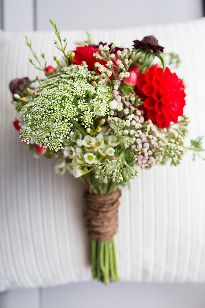 rustic red bouquet | Annie Steele Photography | Glamour & Grace