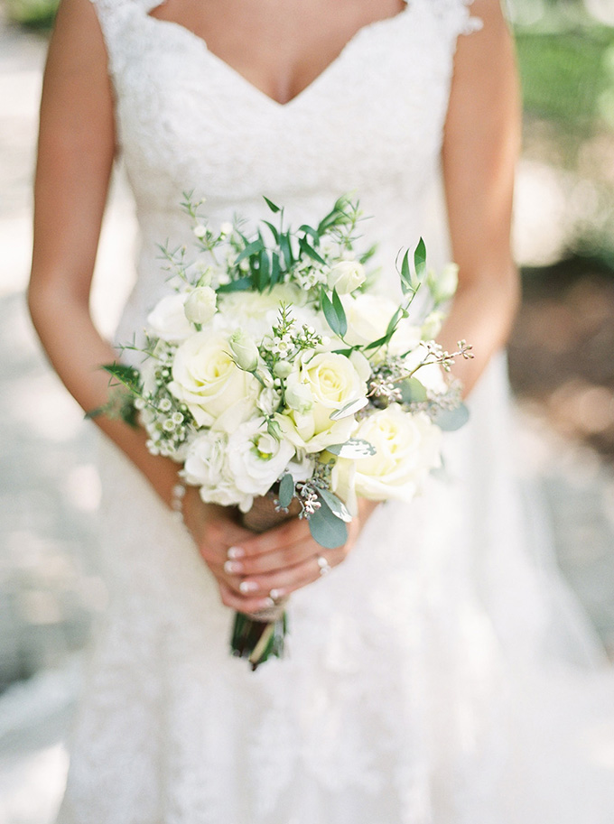 white bouquet | Noi Tran Photography | Glamour & Grace