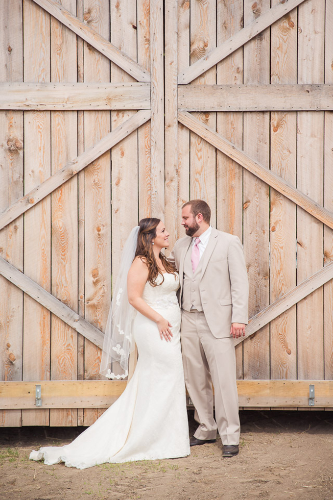 handmade barn wedding | Jaclyn Schmitz Photography | Glamour & Grace