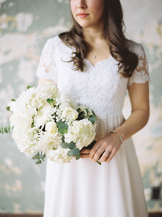 white bouquet | JoPhoto | Glamour & Grace