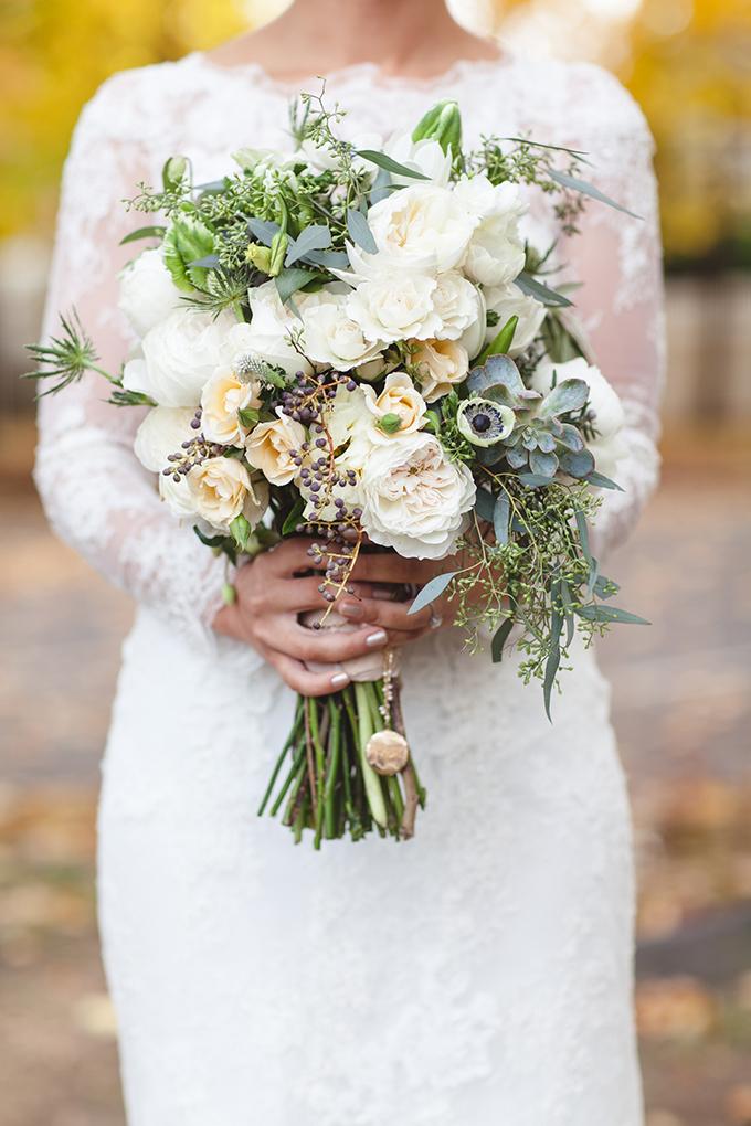 white bouquet | Chelsea Proulx Photography | Glamour & Grace