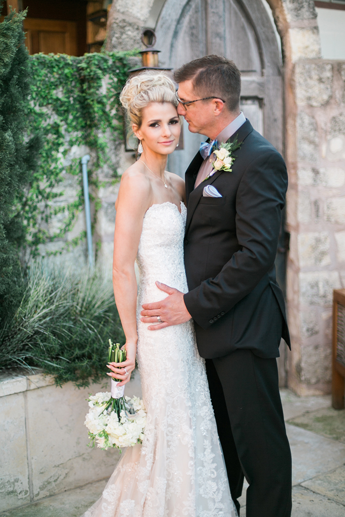 intimate courtyard wedding | Lori Blythe Photography | Glamour & Grace