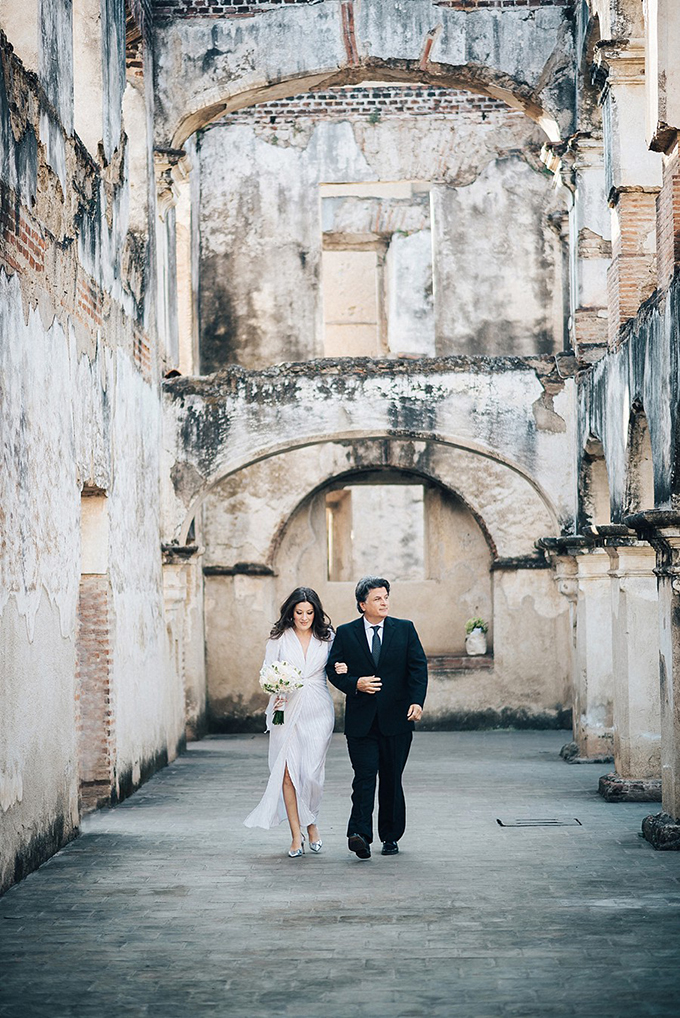 romantic Guatemala destination wedding | Daniel Lopez Perez Photography | Glamour & Grace-09