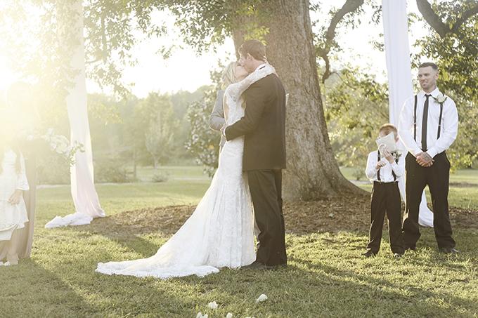 neutral southern plantation wedding | Joe Lengson | Glamour & Grace