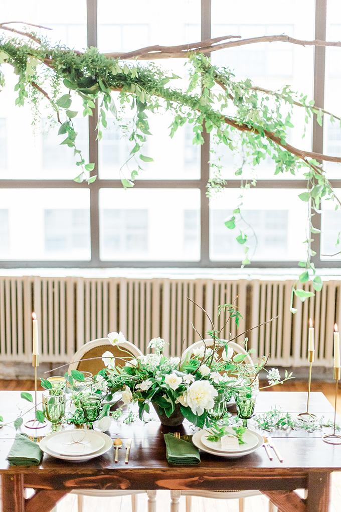 organic greenery wedding inspiration | Chesapeake Charm Photography | Glamour & Grace