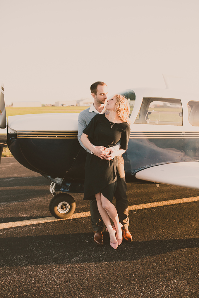 vintage airplane engagement session | Pattengale Photography | Glamour & Grace