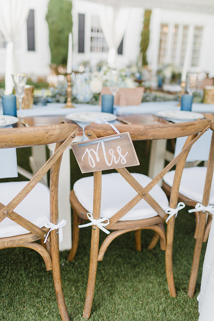 blue coastal DIY wedding | Courtney Bowlden Photography | Glamour & Grace
