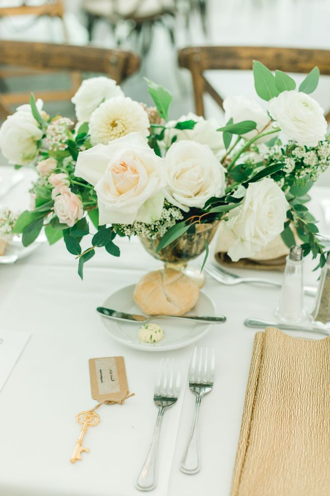 gold and white Vietnamese wedding | Selycia Yang Photography | Glamour & Grace
