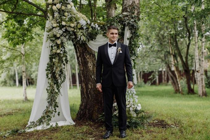 romantic greenery filled wedding-Sasha Dzyubchuk-Glamour & Grace