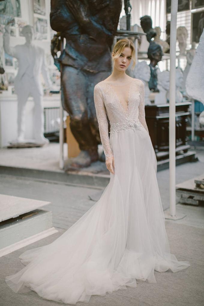 V-Neck Tulle Wedding Dress